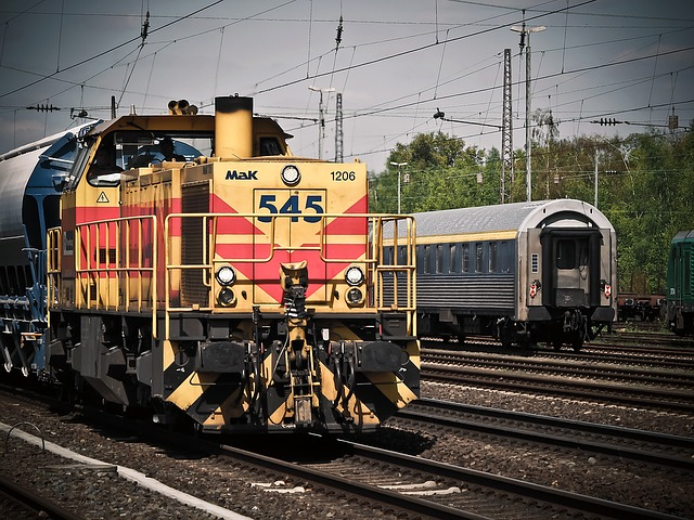 lokomotiva a vlak