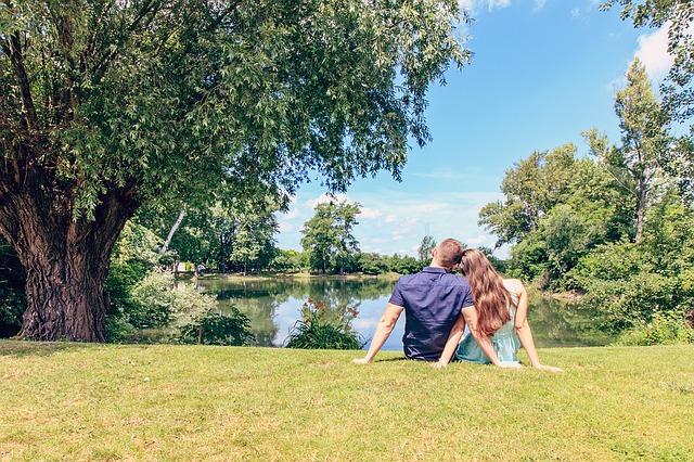 zamilovaní u rybníčka