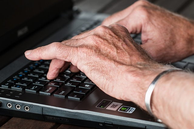 psaní na klávesnici.jpg