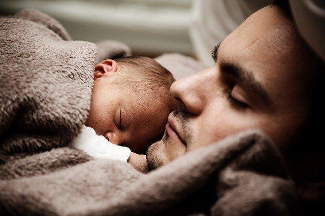 dítě s otcem